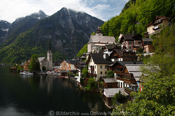 hallstatt uferpanorama am wasser fjordartiger bergsee foto. Black Bedroom Furniture Sets. Home Design Ideas